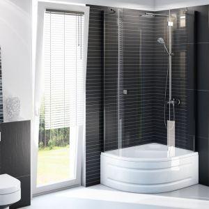 Brodziki głębokie kojarzą nam się raczej z klasyczną aranżacją łazienki. Jednak dzięki nowoczesnym kształtom daleko im do stylistyki, która królowała w tych pomieszczeniach przed kilkoma laty. Fot. Schedpol