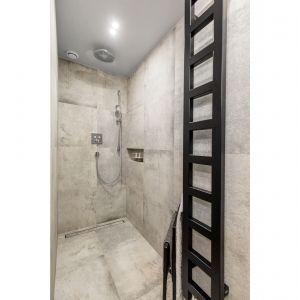 W łazience mamy prysznic bez brodzika. Projekt i zdjęcia: Monika Staniec