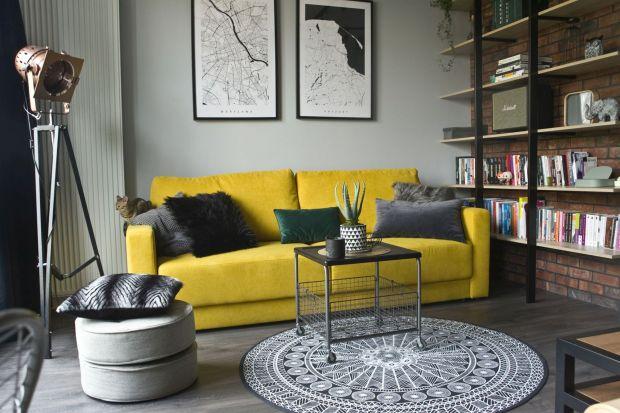 Znamy już kolory roku 2021 według Instytutu Pantone. To Ultimate Grey i Illuminating, czyli neutralny szary i intensywny żółty. Z tej okazji wybraliśmy 12 sof, narożników i foteli w kolorach Pantone. Jak wam się podoba taki pomysł na salon?