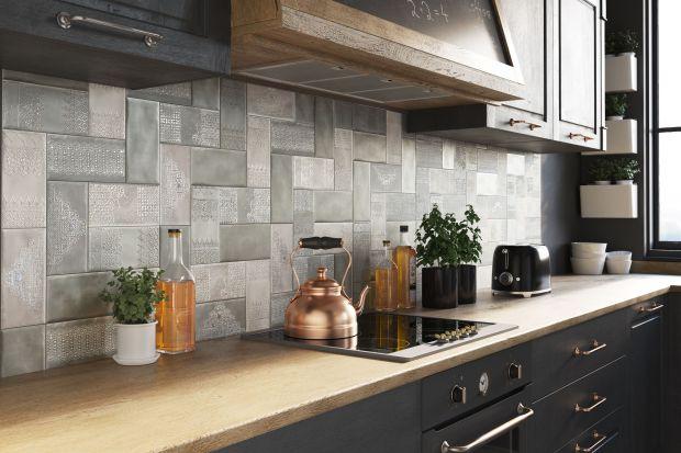 Ściana nad blatem to miejsce szczególne w całej kuchni. Zobaczcie modne płytki, które je zabezpieczą i ozdobią jednocześnie.