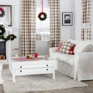 Pomysł na świąteczną aranżację salonu i piękne Bożonarodzeniowe dekoracje. Fot. Dekoria