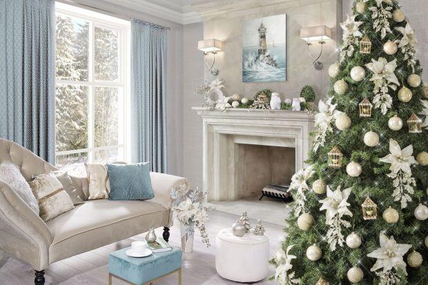 Jakie dekoracje wybrać do świątecznej aranżacji naszych salonów? Srebrne, złote, a może czerwone? Zobaczcie świetne pomysły na pięknie, świątecznie urządzone salony.