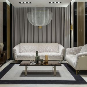 Sofa Gondoliere marki Kler - luksus i beżowy total look. Fot. Kler