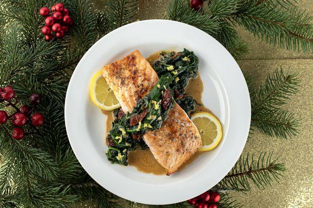 Dla ryby zawsze znajdzie się miejsce na świątecznym stole. W końcu to element naszej tradycji i symbol chrześcijaństwa. Nie musimy jednak wybierać karpia, swobodnie możemy postawić na inny, dobrze znany gatunek. My szczególnie polecamy łososia,