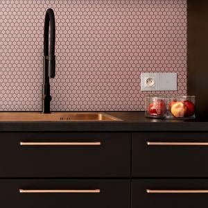 Propozycja matowych płytek do kuchni. Nowość 2020  marki Raw Decor. Fot. Raw Decor