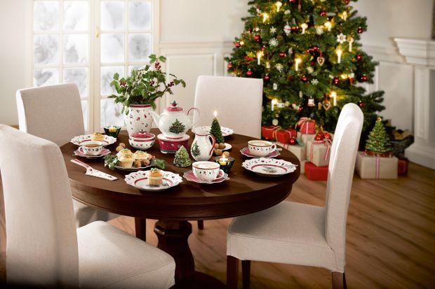 Elegancka porcelana z odrobiną finezji to obowiązkowy element dekoracyjny na świątecznym stole. W tradycyjnym czy nowoczesnym wydaniu, zawsze podkreśli wyjątkowy charakter spotkania i pomoże stworzyć prawdziwą atmosferę świąt.
