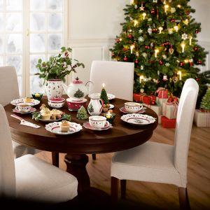 Kolekcja porcelany ze świątecznej kolekcji Villeroy&Boch utrzymana w tradycyjnej kolorystyce z bożonarodzeniowymi motywami zdobnymi. Fot. Villeroy&Boch