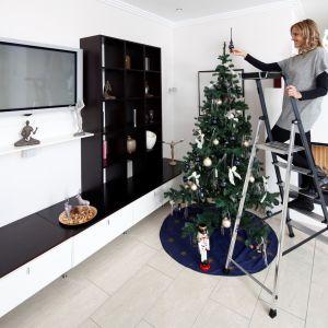 W pracach domowych wymagających dostępu do wysokości liczy się przede wszystkim bezpieczeństwo i komfort. Dlatego wybierając drabinę domową, trzeba zwrócić uwagę na jakość jej wykonania oraz na rozwiązania, które zwiększą funkcjonalność i stabilność urządzenia. Fot. Krause