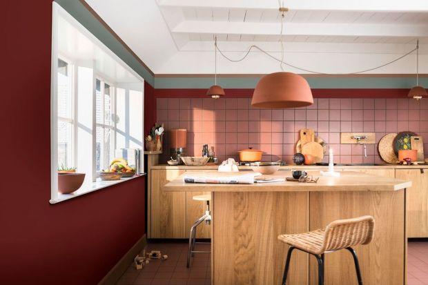 Metamorfoza kuchni nie musi oznaczać generalnego remontu. Czasem wystarczy drobna zmiana, aby nadać wnętrzu nowego charakteru. Podpowiadamy, jak w prosty i niedrogi sposób odświeżyć wygląd tego pomieszczenia.