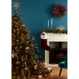 Piękne pomysły na świąteczną aranżację wnętrza. Na zdjęciu: choinka sztuczna LED Thetford 183 cm, cena 798 zł. Fot. Castorama