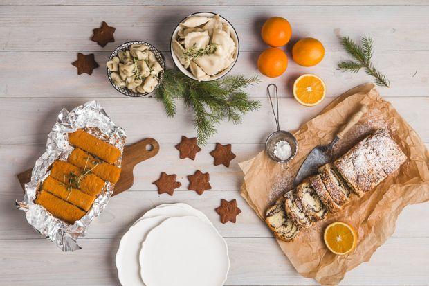 Idealnie wysprzątany dom, 12 wigilijnych potraw, makowiec i sernik – tak wygląda tradycyjne polskie Boże Narodzenie. Kultywowanie tradycji jest piękne, ale wymaga sporo pracy. Ten rok był pod wieloma względami trudny, dlatego zakończmy go w mistr