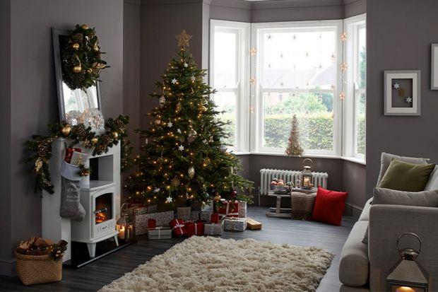 Święta Bożego Narodzenia to wyjątkowy czas w roku. Nasze domy i mieszkania zmieniają się w tym czasie nie do poznania. Pojawią się bożonarodzeniowe stroiki, choinki czy piękne światełka. Zastanawiacie się jak w tym roku udekorować swoje wnę