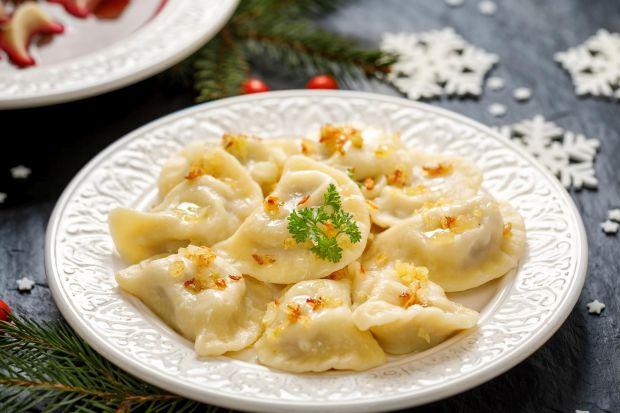 Święta Bożego Narodzenia to czas, gdy na naszych stołach królują tradycyjne potrawy. Przepisy na te ulubione pochodzą często z przekazywanych z pokolenia na pokolenie receptur. Coraz więcej osób szuka jednak roślinnych alternatyw dla świątecz