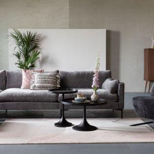 Do wnętrz we wszystkich nowoczesnych stylach projektanci proponują dywany z geometrycznymi deseniami. Fot. Zuiver/Dutchhouse.pl