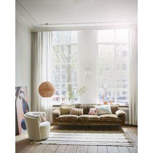 Dywan to doskonały pomysł na dodanie wnętrzu przytulności. Fot. HKliving/Dutchhouse.pl