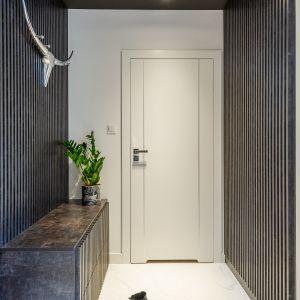 Przedpokój w małym  mieszkaniu. Projekt gama design współ Joanna Rej Fot. Pion Poziom