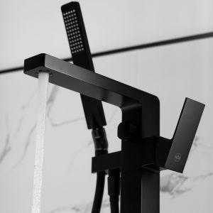 Kolekcja baterii Logon idealnie pasuje do łazienek w loftowym i nowoczesnym stylu. Cena: 2263zł - bateria wannowa stojąca. Producent: Armatura Kraków