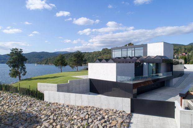 Pięć gwiazdek dla RE: Lakeside House. Projekt, który podbił serca jury w konkursie European Property Awards 2020-2021 teraz otrzymał miano najlepszego domu w Polsce. Dostał także nominację do tytułu lidera wśród domów w całej Europie.