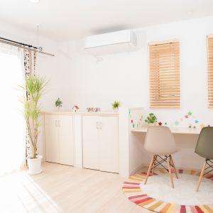 Aby zadbać o wysoką jakość powietrza w małym mieszkaniu możemy zdecydować się na nowoczesny system klimatyzacji. Fot. CentroClima