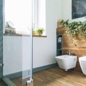Bezpieczny dostęp do strefy prysznicowej nie powinien mieć żadnych barier, tzn. umożliwiać bezproblemowe korzystanie z kąpieli osobom starszym czy takim z niepełnosprawnością ruchową. Fot. 123rf.com