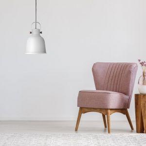 Nowoczesna lampa wisząca Loly doskonale oświetli każdą przestrzeń, stając się tym samym nietuzinkową ozdobą salonu, sypialni czy pokoju dziennego. Fot. Activejet