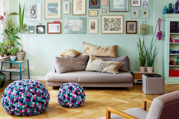 Meble i dekoracje z kolorowych pomponów. To jest dopiero trend!