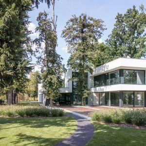 RE: LONG HOUSE to realizacja architekta Marcina Tomaszewskiego. Projekt i zdjęcia: REFORM architekt