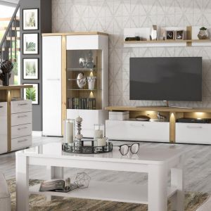 Białe meble do salon z kolekcji Tuluza dostępne w ofercie firmy Meble Forte. Cena: 1.189 zł (komoda), 764 zł (szafka RTV). Fot. Meble Forte