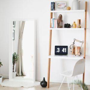 Ladder to niewielkie, funkcjonalne biurko w formie drabinki. Producent: Minko