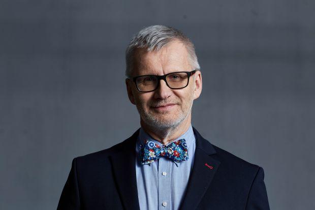 Co zmieniła pandemia w projektowaniu i pracy architektów? Szymon Wojciechowski, architekt i prezes zarządu APA Wojciechowski, podkreśla, że prawdziwym zagrożeniem i wyzwaniem przyszłości są zmiany klimatyczne spowodowane emisją gazów cieplarnia