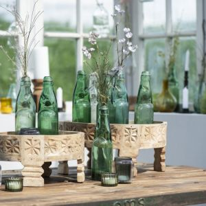 kwiaty w wazonach, zwłaszcza polne, to zawsze dobry pomysł w salonie w stylu naturalnym. Fot. IB Laursen