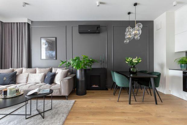 Niewielkie, lecz dopracowane w każdym detalu mieszkanieznajduje się w warszawskiej, eleganckiej dzielnicy Wilanów. Wnętrze utrzymane w pastelowej kolorystyce przyciąga jak magnes kojącą atmosferą i przytulnością, o którą zadbały projektantk