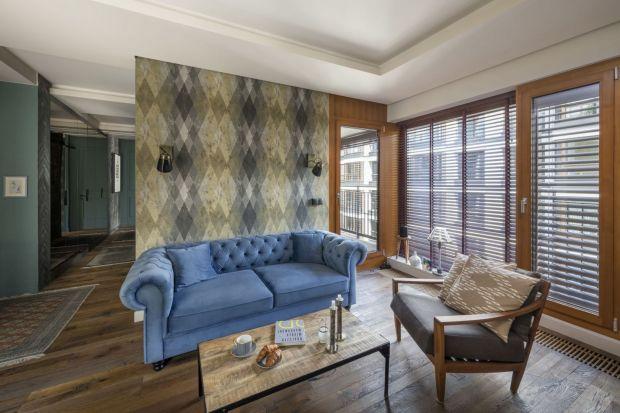 Jak wykończyć ścianę za kanapą w salonie? Jaki materiał wybrać? Farbę czy cegłę? Zobaczcie piękne pomysły na wykończenie ściany za kanapą w salonie.