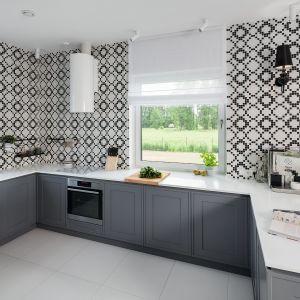 Płytki ceramiczne znowu modne! Zobacz 20 pomysłów na ściany w kuchni. Projekt Ewelina Biegańska, Maria Pik. fot. Bartosz Jarosz