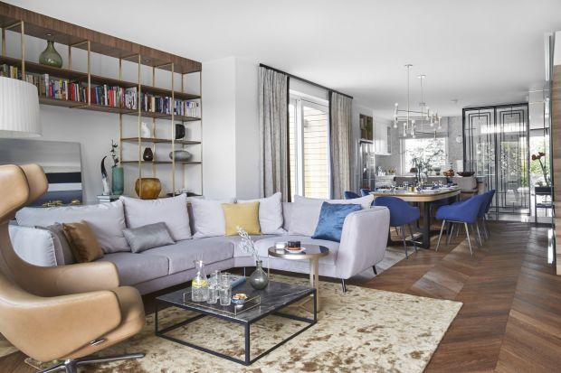 Piękny dom w Gdyni Redłowie to jednocześnie przytulne rodzinne gniazdko i stylowa rezydencja inspirowana art déco. Takie niezwykłe połączenie było możliwe dzięki pracy zaprzyjaźnionej z rodziną inwestorów projektantki wnętrz, Joanny Kiryłow