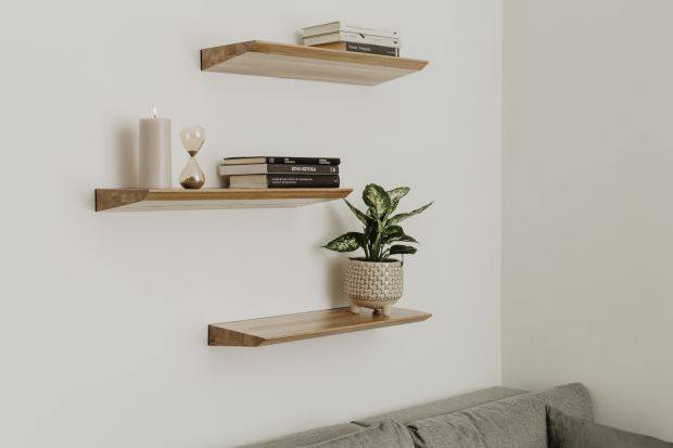 Dębowe półki ścienne to nowy pomysł polskiej marki borcas. Za projektem stoi Wojciech Mierzwa ze Studia Metafor.