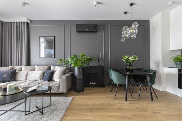 Nowy rok to idealny czas na metamorfozę domu. Inspiracji do zmian dostarczają trendy na 2021 rok. Pośród modnych motywów, każdy znajdzie coś dla siebie – od minimalizmu, przez kontrastowe kolory, aż po przepych i maksymalizm.