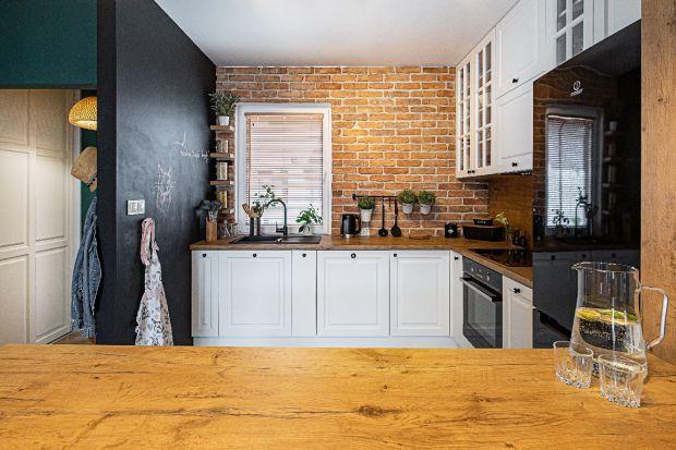 Myślisz o remoncie kuchni? Nie możesz już patrzeć na stare i niemodne szafki kuchenne, a twój blat albo podłoga w kuchni woła już o pomstę do nieba? To dobry moment na zmianę! Zobacz 10 modnych pomysłów, z których warto skorzystać w 2021 rok