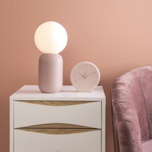 Jasnoróżowa lampa stołowa Leitmotiv Gala, wys. 32 cm 361 zł