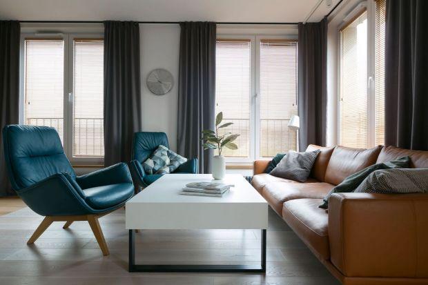 Zasłony w salonie to świetny pomysł. Będą piękną dekoracją okna w każdym wnętrzu.Jeśli wybierzecie odpowiedni kolor, materiał i wzór zasłon wasz salon będzie piękny, bardziej przytulny, intymny i schowany przed wzrokiem sąsiadów.