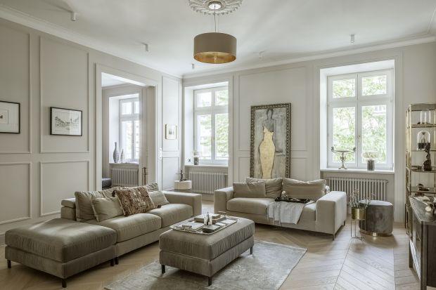 Sztukateria wprowadza do pomieszczenia nutę ponadczasowej elegancji. Zobaczcie jak prezentuje się w salonie.