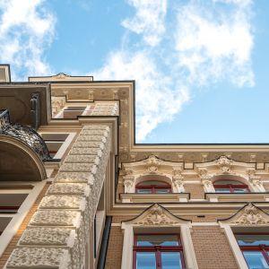 Bogate dekoracje na fasadzie zostały odtworzone z dbałością o najmniejsze szczegóły na podstawie jedynego zachowanego zdjęcia.