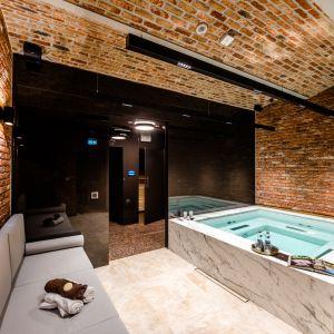 Kuster zaprojektował również aranżacje wybranych części wspólnych budynku z luksusowymi udogodnieniami, m.in. SPA z sauną i jacuzzi.