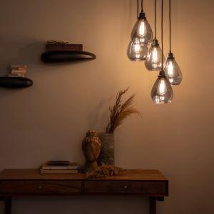 Ten mebel został zrobiony z drewna akacji i ma lekką, przyciągającą formę w stylu vintage – stąd jego nazwa Old School. Po wykonaniu zadań służbowych zamieni się w konsolkę, która będzie ozdobą wnętrza. Fot. Dutchhouse.pl