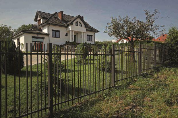 Nowoczesne ogrodzenie. Wizualna lekkość i bezpieczeństwo