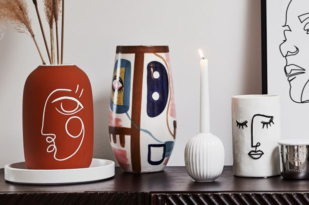 Linearne grafiki, ozdobne osłonki na doniczki, porcelana, tekstylia i wiele innych produktów z motywem twarzy – zapewne nie umknął waszej uwadze trend inspirowany klimatem dzieł Henriego Matisse'a czy Picassa, czyli stylem Line Art. Jak wam się po