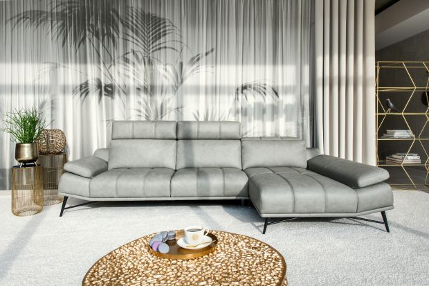 Sofa w salonie: postaw na kolory roku 2021