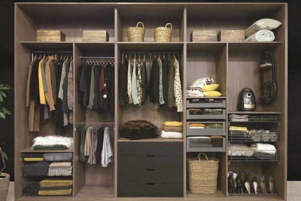 Czy wyjmowanie z szafy ubrań powieszonych na zamontowanym wysoko drążku może być komfortowe? Owszem. Wystarczy tylko ten drążek obniżyć na chwilę. Niemożliwe? Przeciwnie. Dzięki pantografom możemy mieć wszystkie ubrania w zasięgu ręki w ki