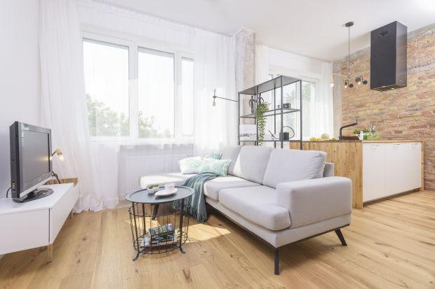 Jak urządzić mały salon w bloku? Jakie rozwiązania sprawdzą się malutkiej kawalerce? Jak optycznie powiększyć mały salon? Zobaczcie kilka fajnych pomysłów na urządzenie małego salonu w bloku.