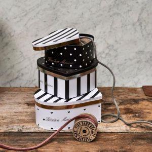 Pudełka Heart Boxes do kupienia w Miloo Home. Fot.  Miloo Home / Riviera Maison